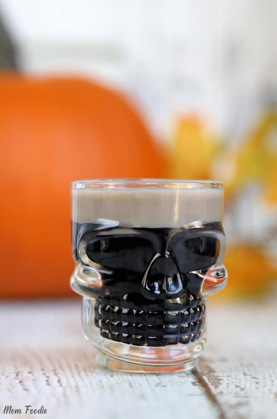 Spooky Halloween Cocktails 2018 Slippery Zombie Brain Shot